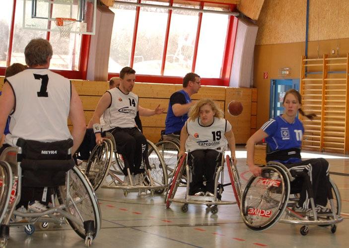 RollstuhlbasketballerInnen des RSC Hanse Lübeck stehen kurz vor der Meisterschaft